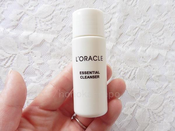 オラクルエッセンシャルクレンザー洗顔料はこれ。オーガニックな成分の洗顔料でクレンジングの油膜感も洗い流します。