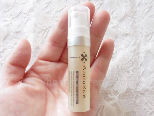 アミノリセナチュラルモイストエッセンス美容液の香りや肌なじみについて口コミ中。