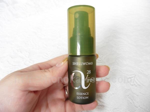 アルファピニ化粧水はプッシュ式化粧水です。